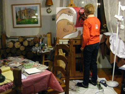 The Artist, dressed to nines and pretending to paint for the camera!